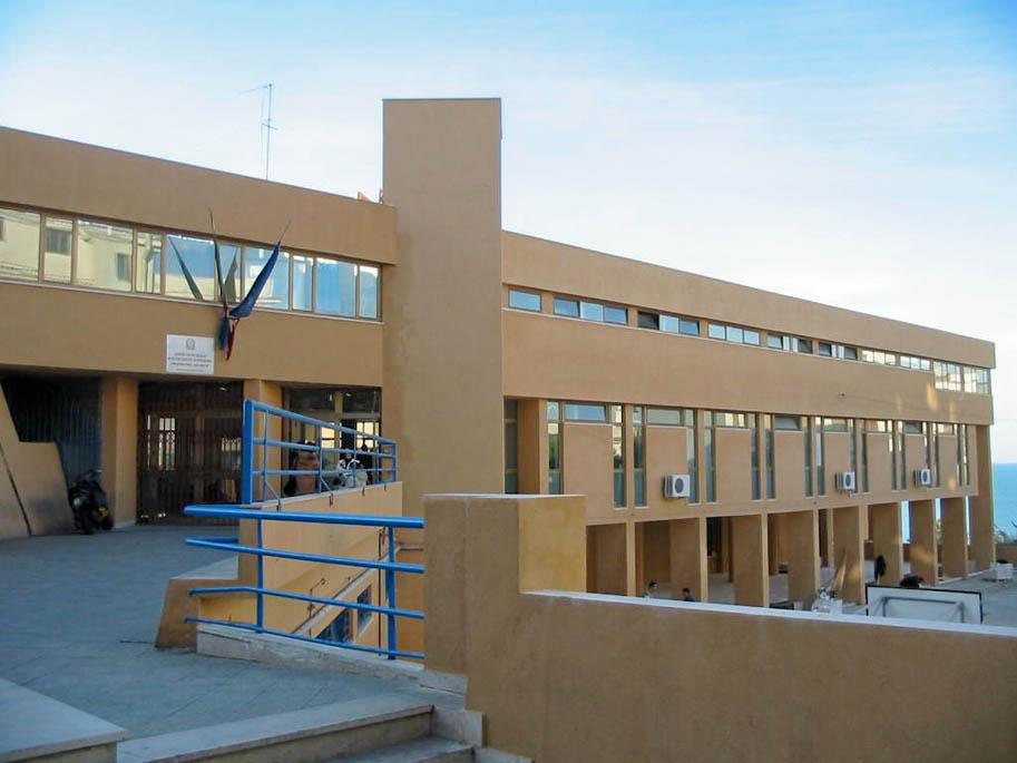 Lavori di manutenzione straordinaria inerenti le facciate, reggimentazione delle acque meteoriche e sistemazioni esterne presso l'I.T.C.G. Del Giudice in Rodi Garganico